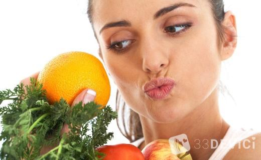 овощи и фрукты с необходимыми витаминами для роста