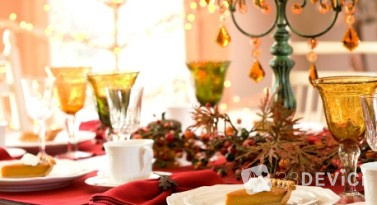 1291994221_green-and-gold-christmas-table