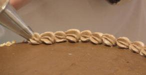 как украсить торт безе